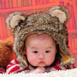"""1岁宝宝发量惊人,像真人版""""蒙奇奇"""",网友:是来拉仇恨的"""