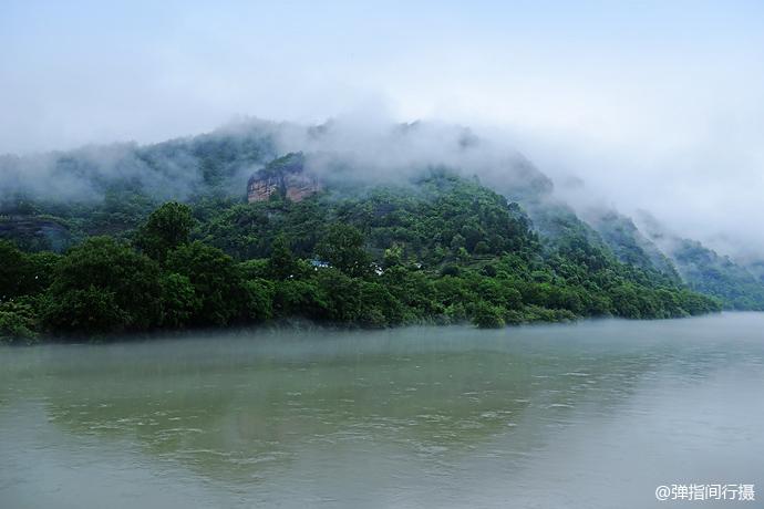 云烟缭绕的梦幻武夷山水