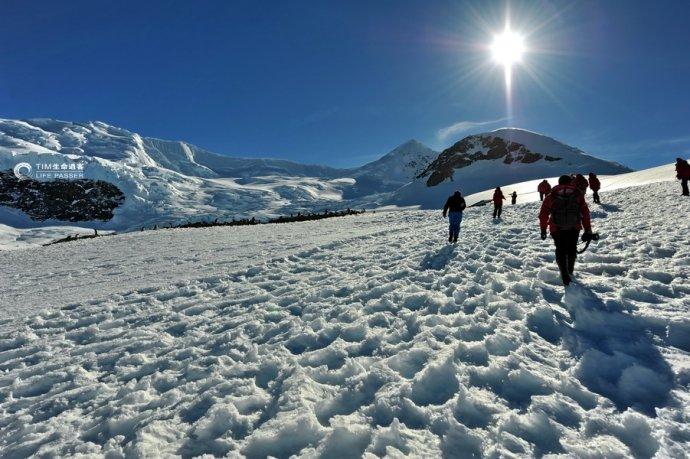 南极登陆:美丽纳克港遭遇冰崖雪崩 - H哥 - H哥的博客