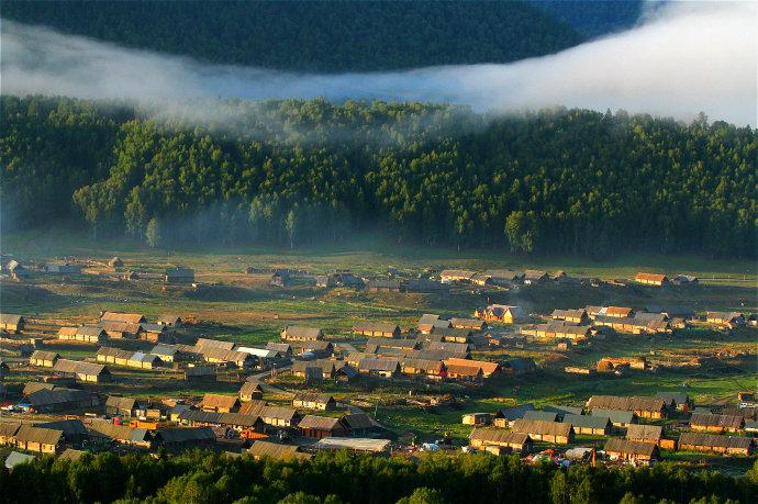 新疆禾木原始村落最美日出图片