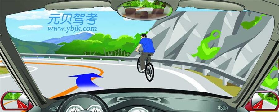 遇到这种情况的骑车人可以借对向车道超越。答案是错