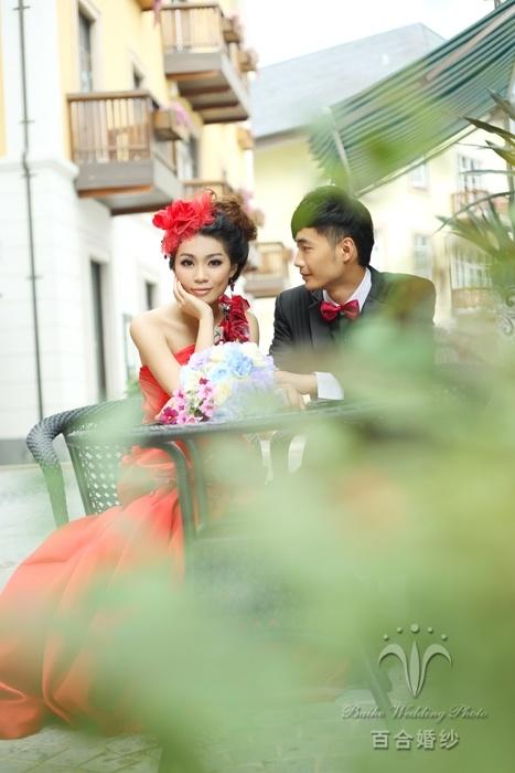 水瓶座-十二星座婚纱礼服如何配 佛山百合婚纱为您选