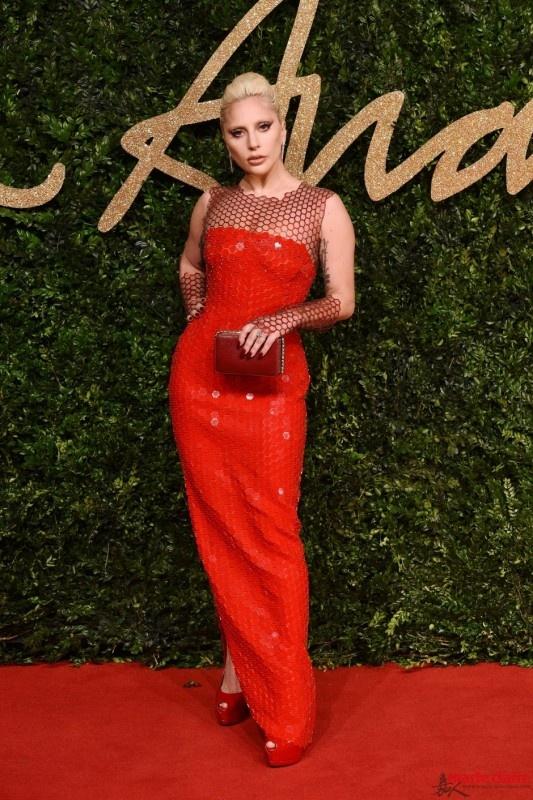 Gaga红裙太美了!盘点2015英国时尚大奖红毯look - 嘉人marieclaire - 嘉人中文网 官方博客