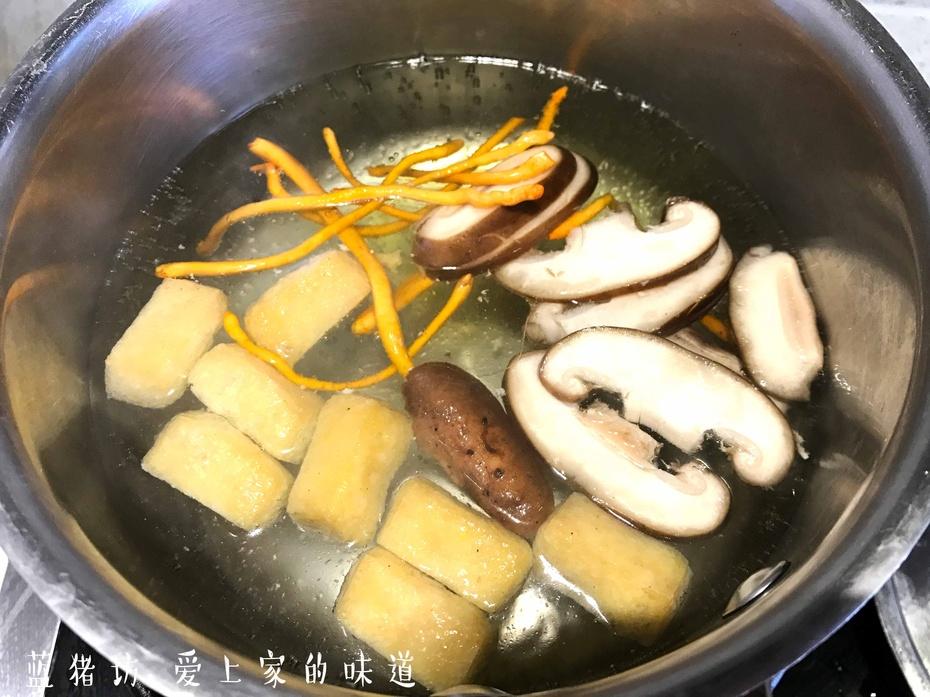 你知道最让老婆喜欢的海鲜香菇面怎么做嘛? - 蓝冰滢 - 蓝猪坊 创意美食工作室