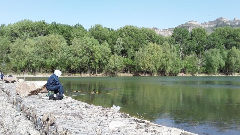 那清清的水,还有那钓者。。。 - 淡淡云 - 淡淡云