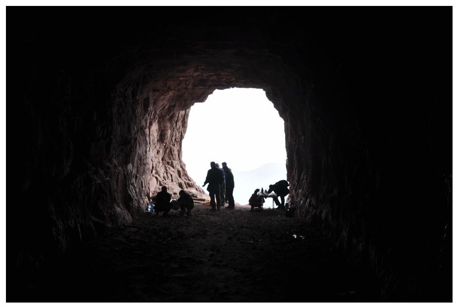 山洞里做豆角焖面,也真能折腾 - 海军航空兵 - 海军航空兵