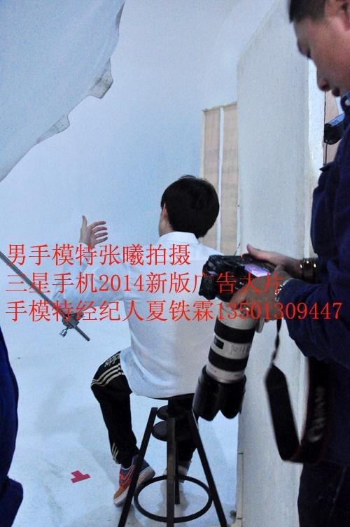 中国著名男手模特张曦拍摄三星新款手机2014新版广告大片(图)