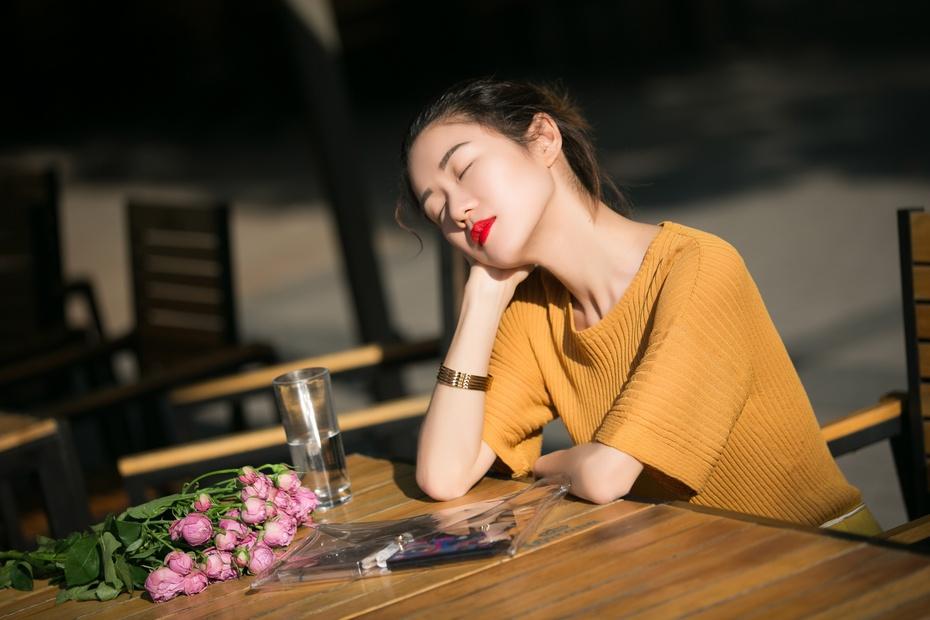 [Ava搭配周记] 突出腰线,谁还敢说你是小短腿? - AvaFoo - Avas Fashion Blog
