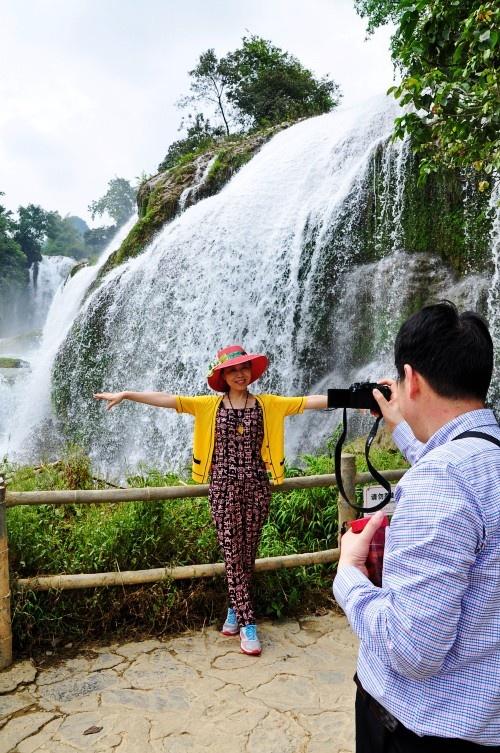 走进亚洲之最的德天跨国大瀑布 - 纽约文摘 - 纽约文摘
