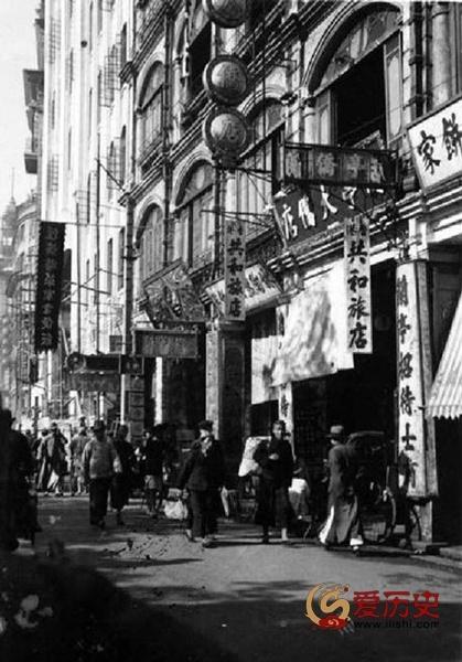 晚清戏院:洋人妓女专用绿茶杯 - 爱历史 - 爱历史---老照片的故事