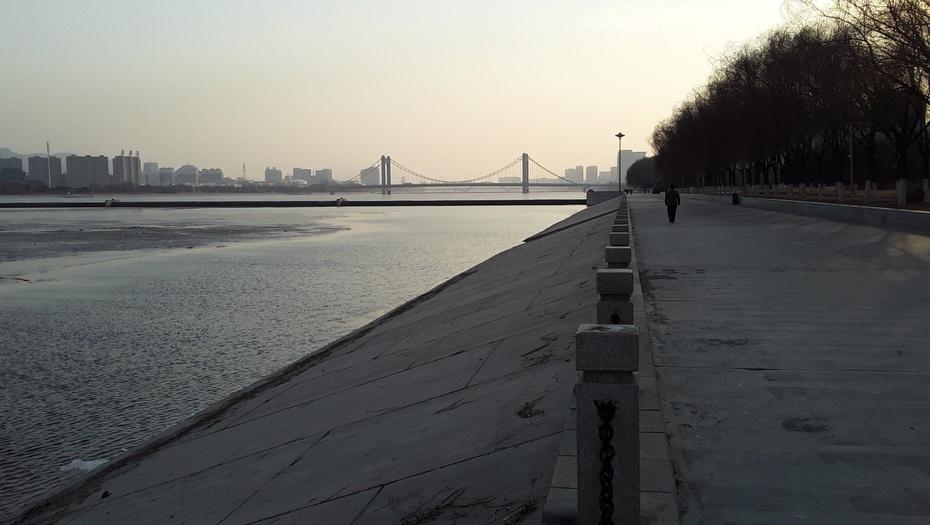 沿河行(1) - 淡淡云 - 淡淡云