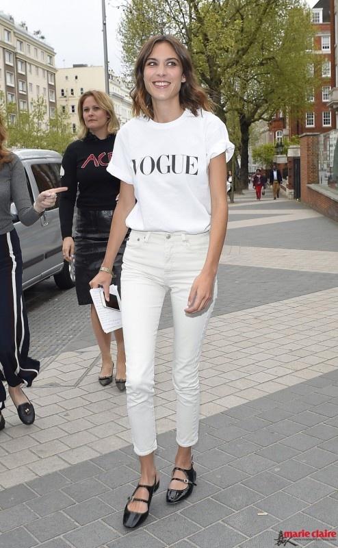 青春无敌必选单品 活力装扮就靠白色铅笔裤 - 嘉人marieclaire - 嘉人中文网 官方博客