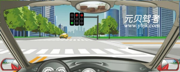 驾驶机动车在这种情况下可以右转弯。答案是错