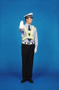 左转弯信号示意:准许车辆左转弯,在不妨碍被放车辆通行的情况下可以调头