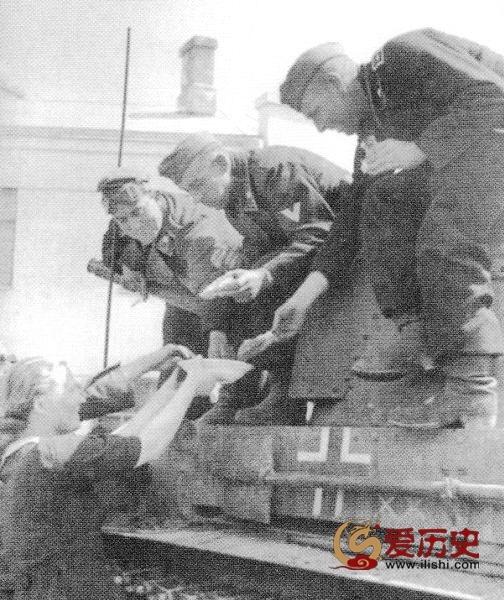 """历史又在重演?1940年爱沙尼亚""""全民公决""""加入苏联 - 爱历史 - 爱历史---老照片的故事"""