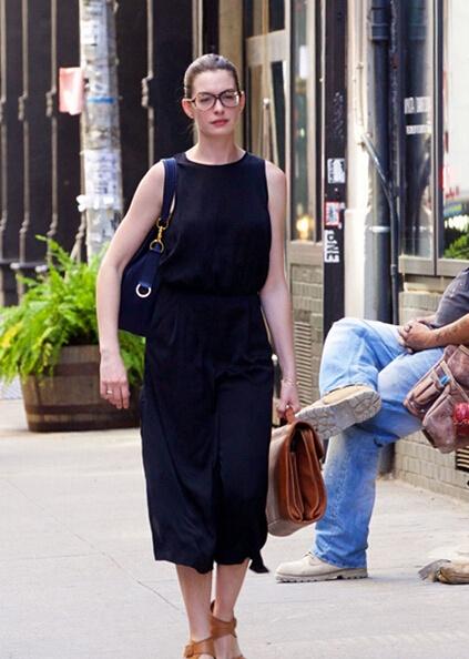 职场不爱白傻甜!跟安妮海瑟薇穿出时尚新鲜感 - 嘉人marieclaire - 嘉人中文网 官方博客