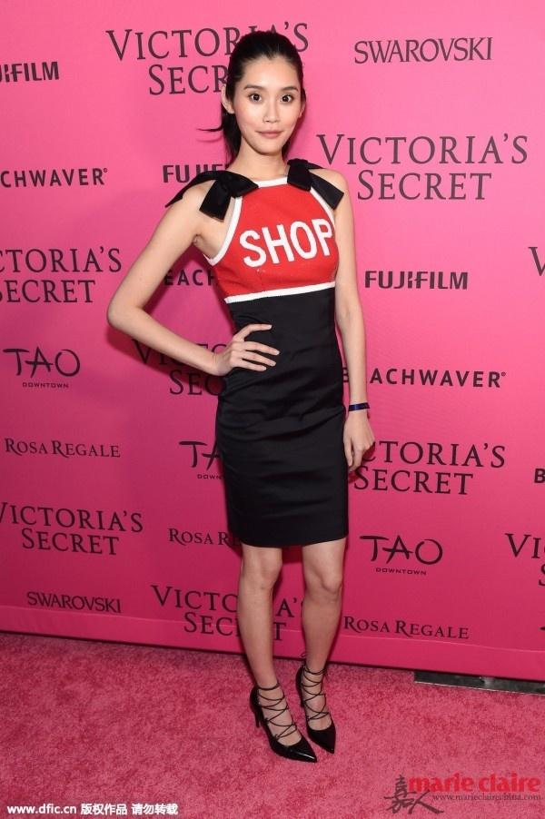 要彩色不要纯色 妙趣横生的字母印花裙是你的不二选择 - 嘉人marieclaire - 嘉人中文网 官方博客