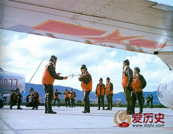 文革中唇红齿白的中国空军宣传照 - 爱历史 - 爱历史---老照片的故事