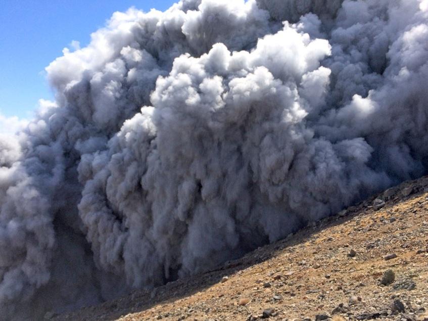 突然爆发的火山 - 偶尔一笔 - 璨鸟--偶尔一笔