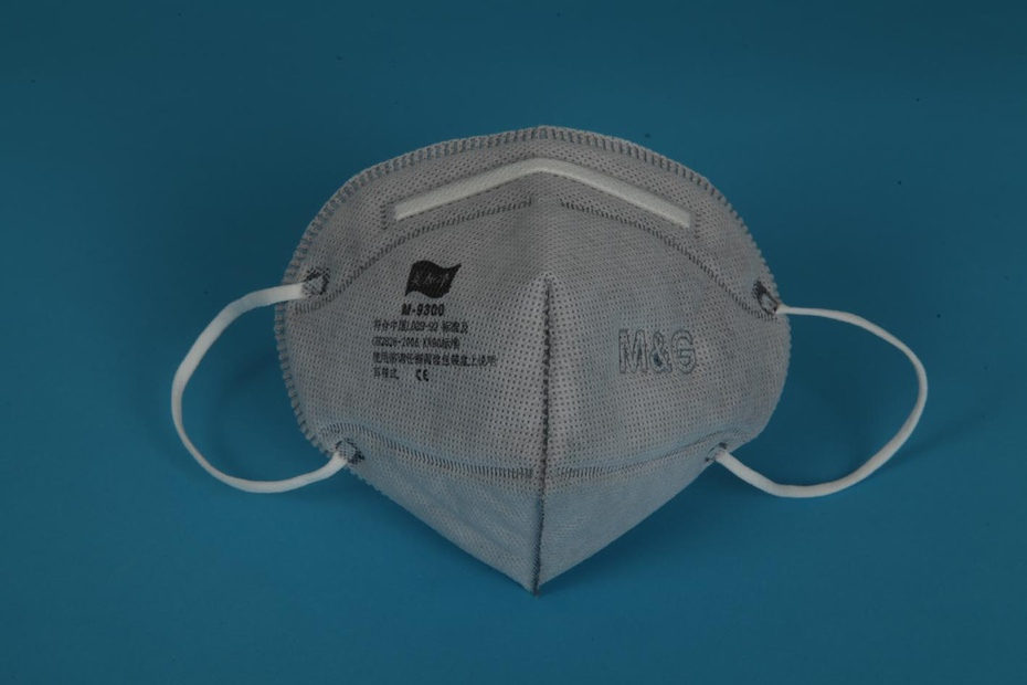 雾霾天需戴口罩防咽喉炎