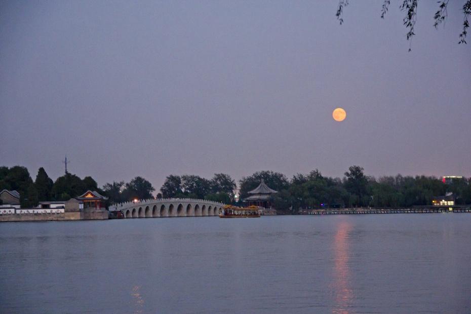 十五月亮十六圆,日落月升颐和园 - 侠义客 - 伊大成 的博客