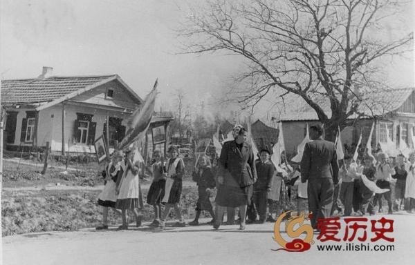 似曾相识的苏联节日游行 - 爱历史 - 爱历史---老照片的故事