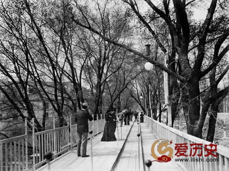 20世纪初的高科技:移动人行道 - 爱历史 - 爱历史---老照片的故事