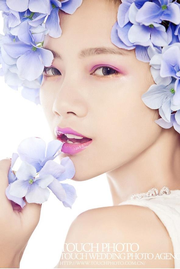 手绘眼妆花朵图片