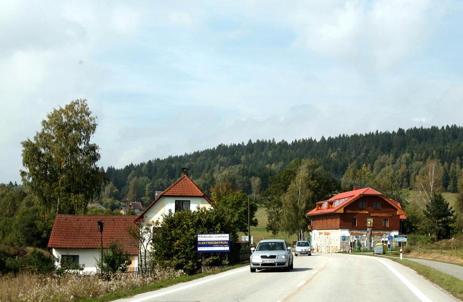 路上抓拍捷克乡村风光