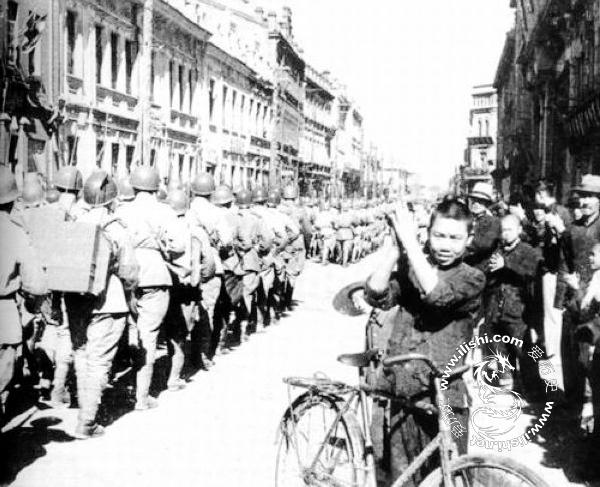 1945年苏军解放哈尔滨 百姓夹道欢迎 - 爱历史 - 爱历史---老照片的故事
