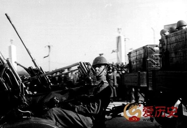 """纳粹""""小弟""""主攻下唯一苏联城市后的阅兵式 - 爱历史 - 爱历史---老照片的故事"""