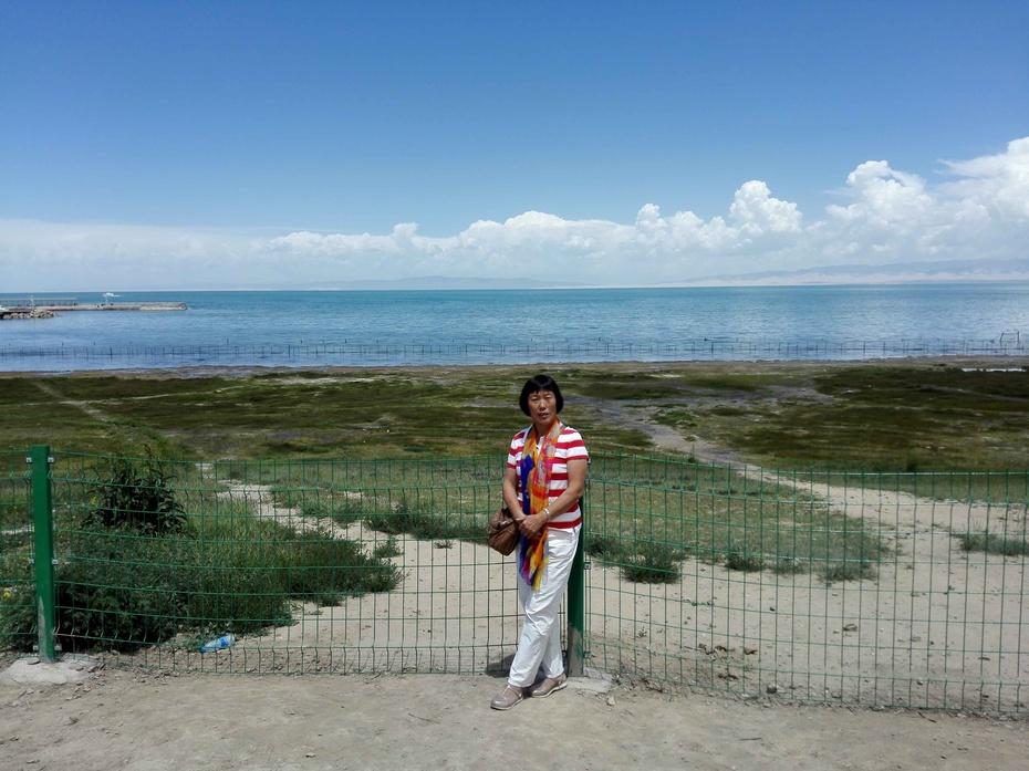 景区内有许多刻有青海湖的地标石,所以拍照并不太拥挤,我想起了在