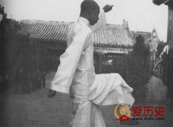 """""""舞文弄墨""""扮文青的末代皇帝 - 爱历史 - 爱历史---老照片的故事"""