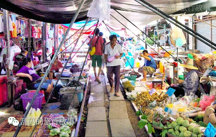 实拍危险刺激的泰国铁道菜市场 每天过8趟火车令摊贩抓狂! - 风帆页页 - 风帆页页博客