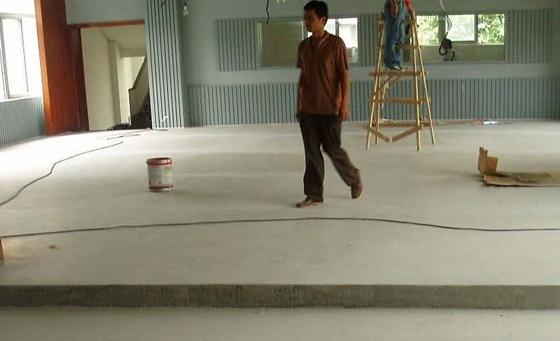 施工3天就可以铺木地板