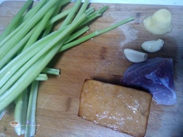 美味家常菜--芹菜熏干炒肉 - 叶子的小厨 - 叶子的小厨