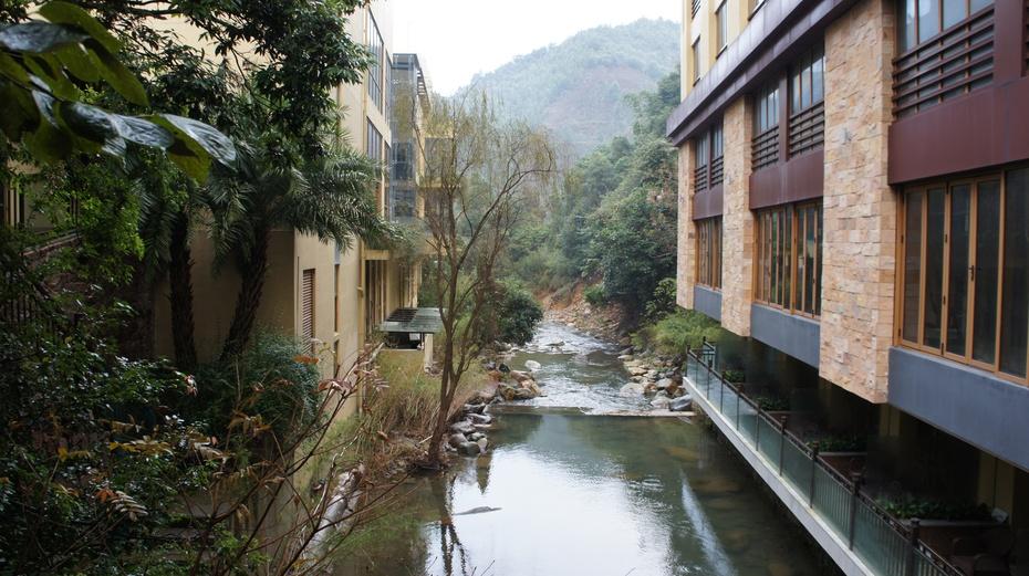 特色饭店之二十:盘王谷深航假日酒店 - 余昌国 - 我的博客
