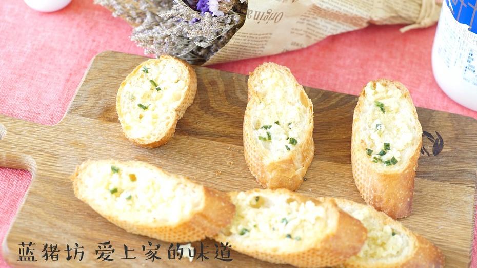 你知道怎么做出面包店同款蒜香法棍的嘛? - 蓝冰滢 - 蓝猪坊 创意美食工作室
