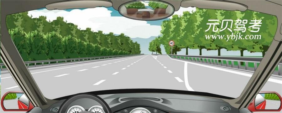 進入減速車道時怎樣使用燈光?A、開啟左轉向燈B、開啟右轉向燈C、開啟危險報警閃光燈D、開啟前照燈答案是B