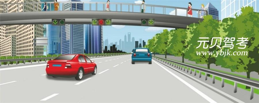 這輛紅色轎車可以在該車道行駛。答案是錯