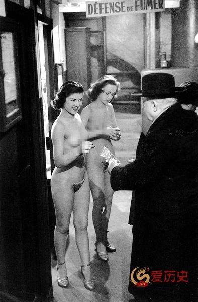50年代法国夜总会里的脱衣舞娘 - 爱历史 - 爱历史---老照片的故事