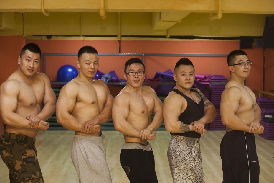 男子痴迷《七龙珠》 发狠健身成猛男 - 东亚影像 - 东亚影像