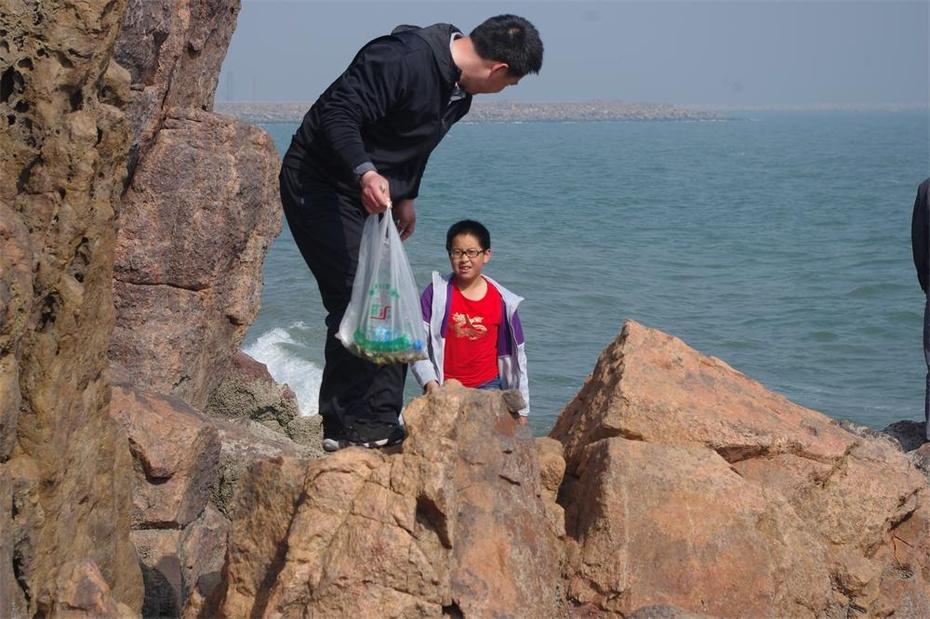 小伙子拍海上日出———葫芦岛望海寺
