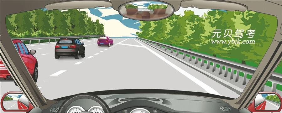 驾驶机动车遇到这种情况怎样进入行车道?A、控制速度随尾车后进入B、加速从第二辆车前进入C、加速从第一辆车前进入D、可从任意两车之间插入答案是A