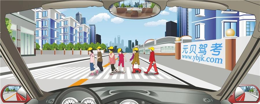 駕駛機動車遇到這樣的情況要停車讓行。答案是對