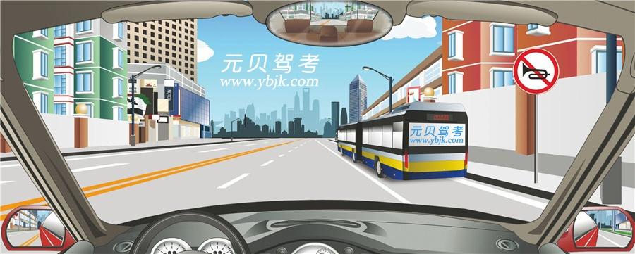 駕駛機動車超車時遇到這樣的情況怎樣保證安全?A、減速保持安全距離B、連續鳴喇叭提示C、保持距離加速通過D、占用對向車道超越答案是A