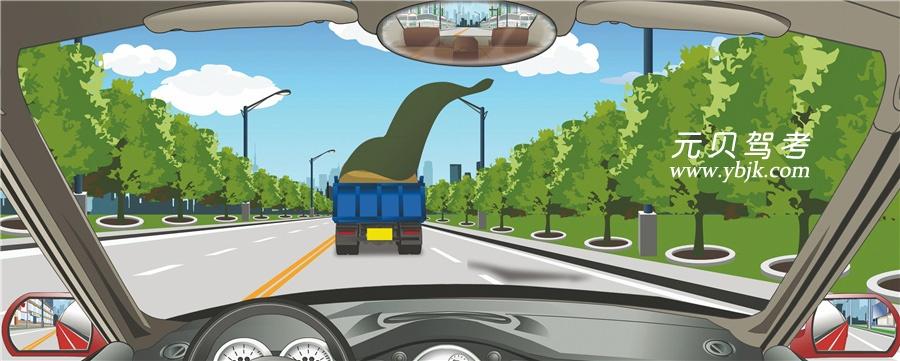 駕駛機動車遇到這種情況怎么辦?A、緊跟前車后方行駛B、迅速從車左側超越C、保持較大跟車距離D、迅速從車右側超越答案是C
