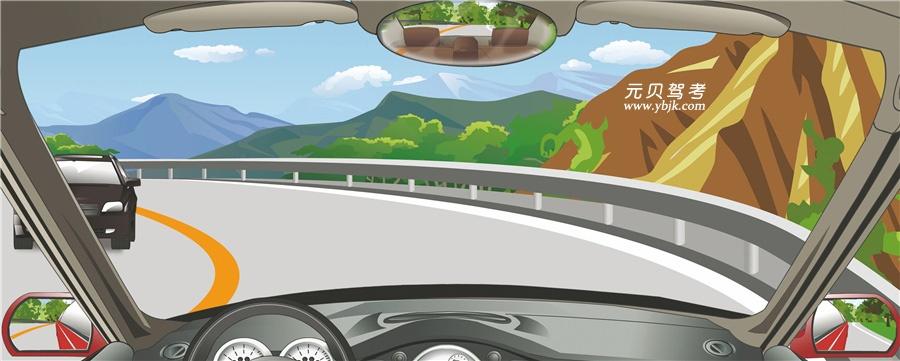 驾驶机动车在这种条件的弯道处怎样转弯最安全?A、减速靠右侧行驶B、骑轧路中心行驶C、靠弯道外侧行驶D、借对向车道行驶答案是A