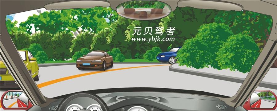 駕駛機動車遇到這種情況怎樣做行駛最安全?A、鳴喇叭或開前照燈B、減速靠右側行駛C、盡量靠路中心行駛D、沿道路左側行駛答案是B