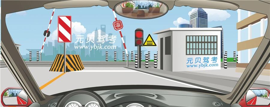 左側標志警示前方道路右側不能通行。答案是錯